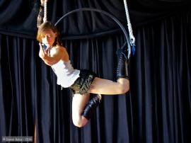 artite de cirque aerien cerceau rotatif filet tissu trapeze alsace paca provence alpes cote d'azur