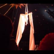 cirque artiste circassienne acrobate aerienne tissu drap foulard rideau soi drape aerien miss aerial silk modele spectacle numero attraction cabaret paca alsace france aurelia chalard alpe de haute provence animation fete evenement festival mariage noel